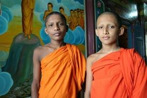Monks in Sri Lanka volunteer project dressed in traditional clothing