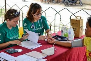 Voluntarias de Projects Abroad en un programa de intervención médica en la ciudad de Bogo, Filipinas