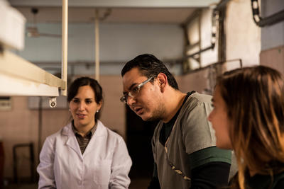 Supervisor de Medicina en Argentina junto a voluntarios