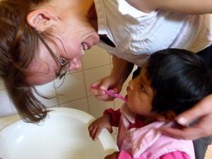 Volunteer with children in Bolivia