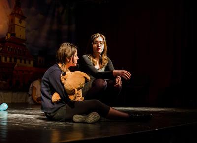 Presentación de obra de teatro por voluntarios en Rumanía