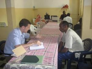Pasante de derechos humanos durante campaña en Senegal