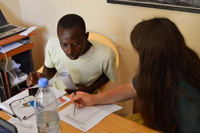 Talibé recibe asesoría en microfinanzas de voluntaria en Senegal