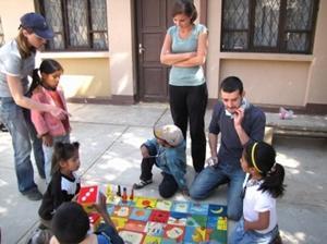 Trabajadores Sociales voluntarios durante actividad en Bolivia