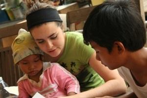Occupational therapist volunteer in Cambodia