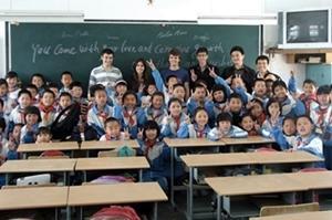Voluntarios de Projects Abroad junto a sus estudiantes en una escuela en China